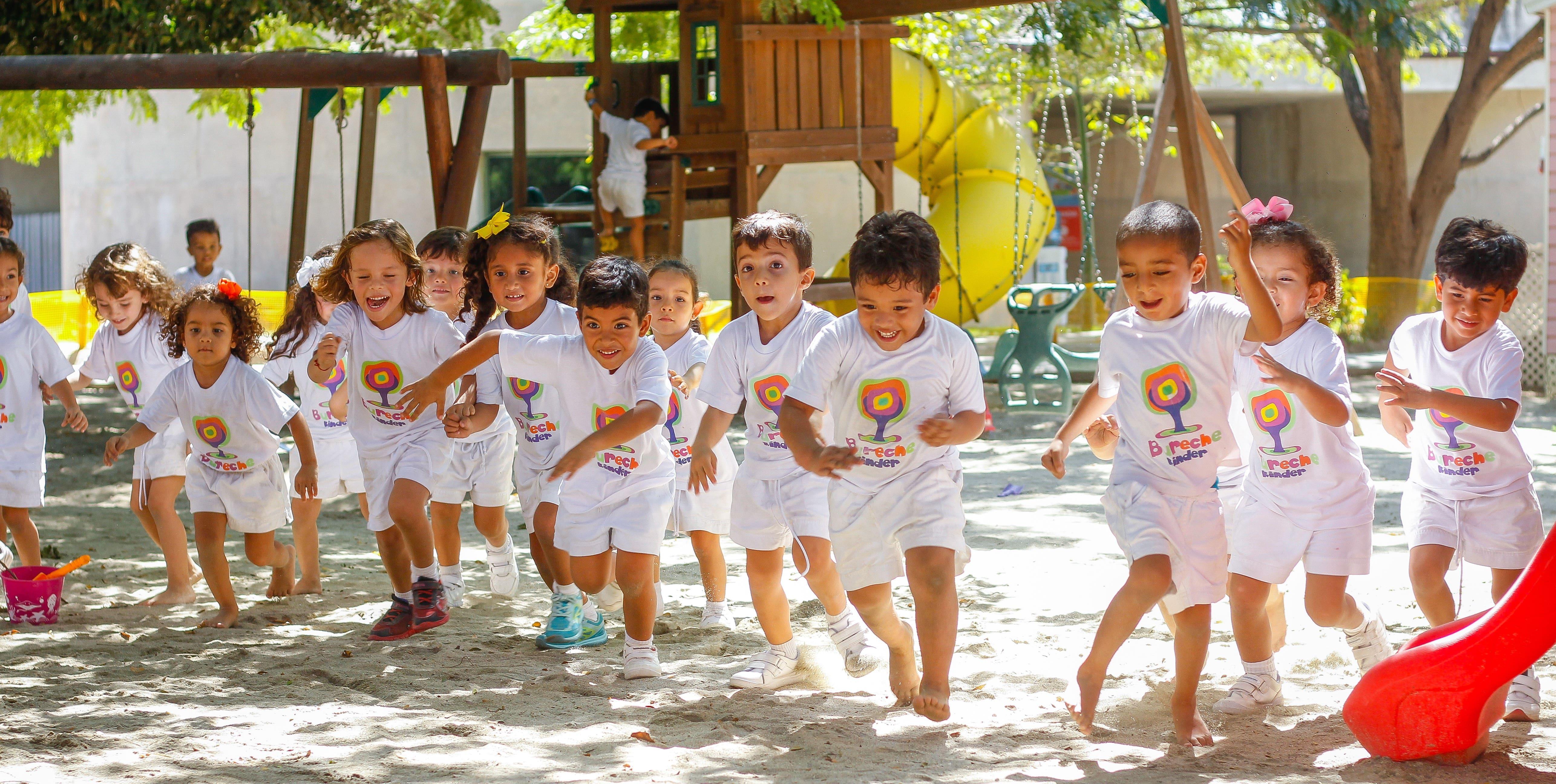 Beca educación garantizada protección niños